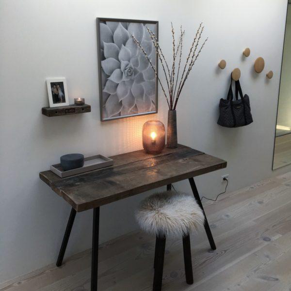 kontorbord i patineret getræ