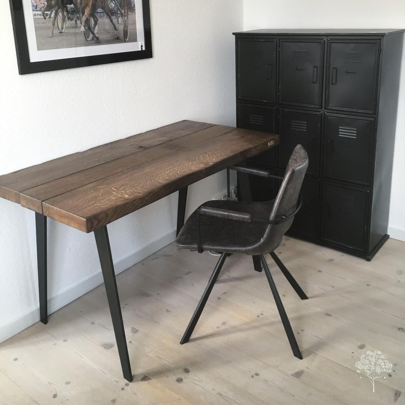 Skrivebord – by Løth